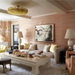 """Căn hộ này vốn ban đầu chỉ được sơn màu trắng nhưng khi chuyển đến, Cameron Diaz đã """"thêm"""" sắc màu cho không gian sống của mình được sinh động hơn. Phòng khách này là một  ví dụ khi vẫn giữ được sự cổ xưa và sang trọng của nội thất nhưng vẫn hiện đại với gam màu trung tính chủ đạo thuộc tông nâu ấm"""