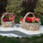 Chiếc giỏ hoa đáng yêu được làm từ đá