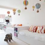Những chiếc khinh khí cầu nhỏ đầy màu sắc được gắn trên trần nhà như mở rộng thế giới và đem lại ước mơ khám phá bầu trời của trẻ